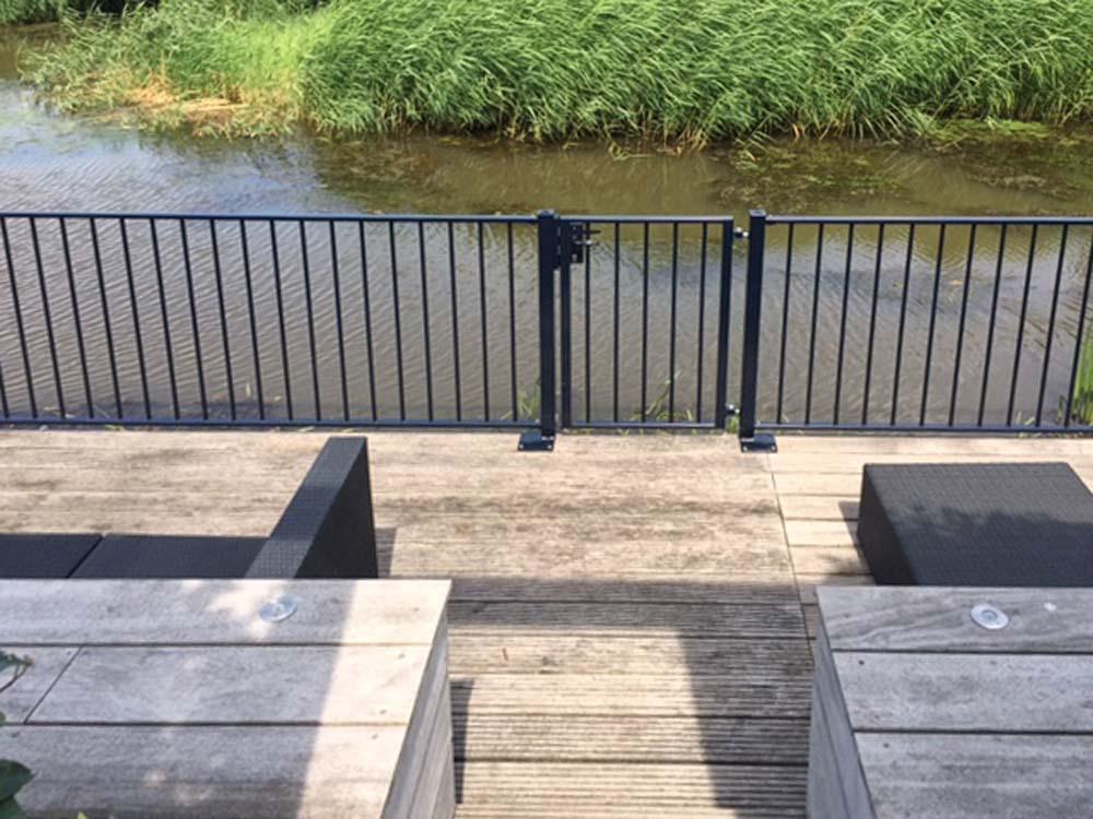 Consepto Hekwerk-Kindveilig spijlenhekwerk terras en vlonder water