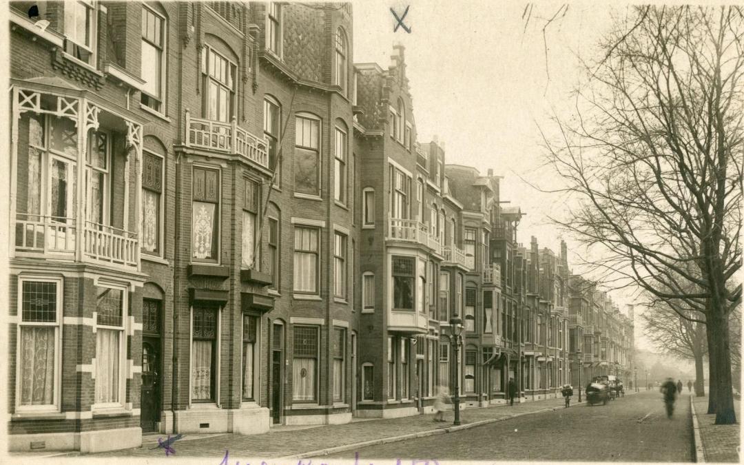 Nieuw balkonhekwerk op basis van oude foto