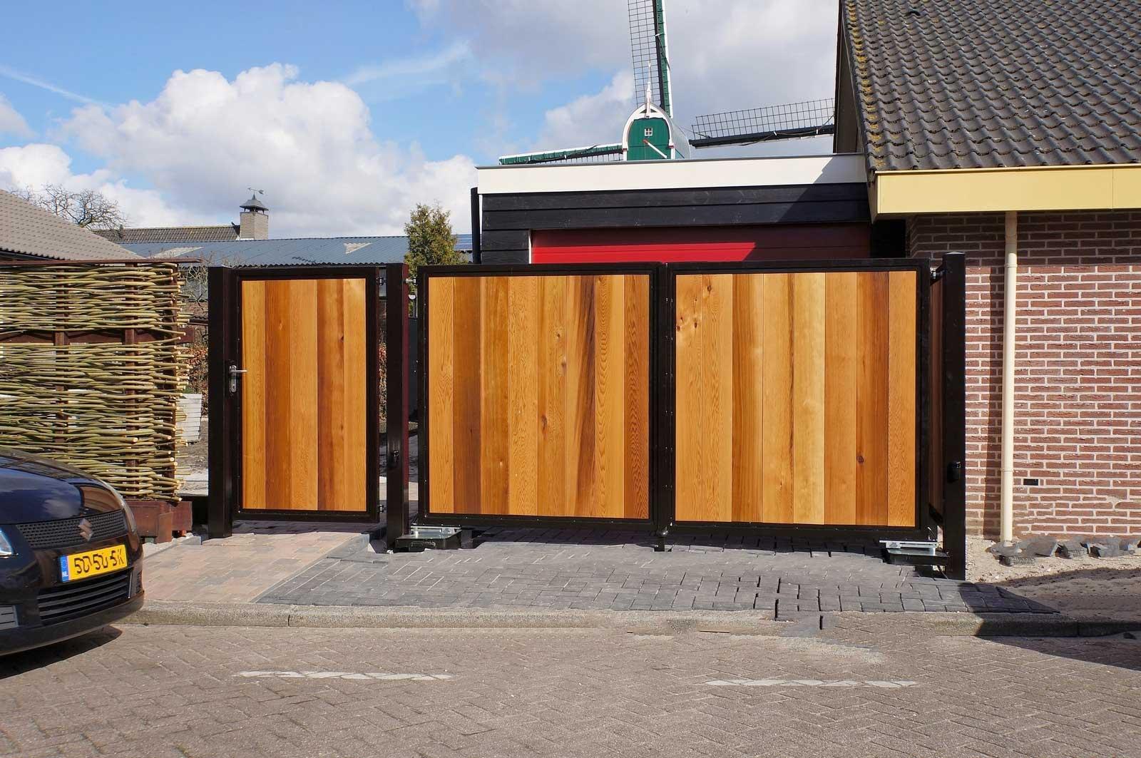 Consepto Hekwerk-Houten draaipoort auto elektrisch Red Cedar