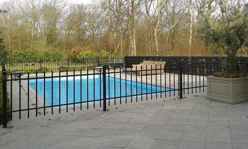 Consepto Hekwerk-Laag spijlenhekwerk zwart zwembad