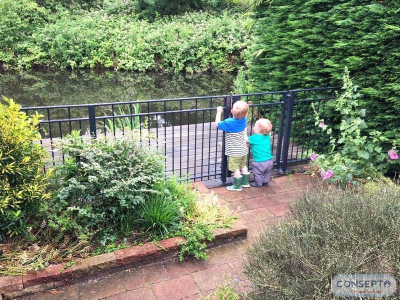 Consepto Hekwerk-Looppoort Sierhekwerk Sierpoort Tuinpoort Kinveilig water vlonder