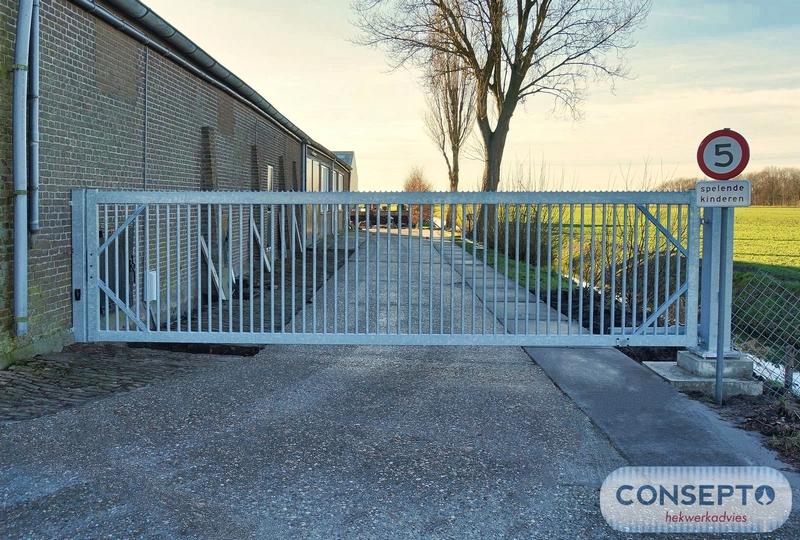Consepto Hekwerk-Elektrische draaipoort 6 meter breed verzinkt