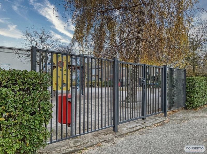 Consepto Hekwerk-Kindveilig spijlenhekwerk poort school