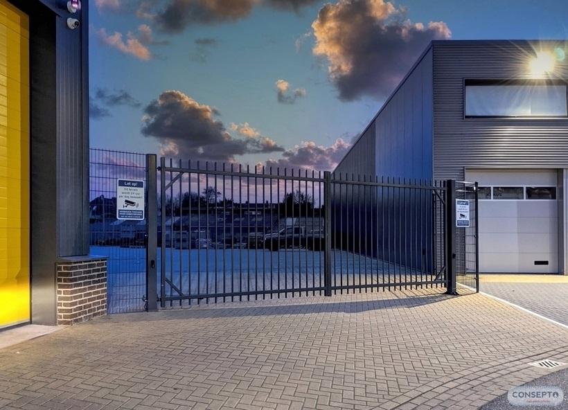 Consepto Hekwerk-Spijlenpoort bedrijven dubbele poort elektrisch